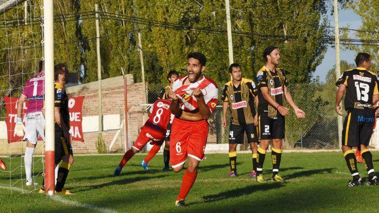 El central se afirmó como titular y fue autor de un gol determinante.