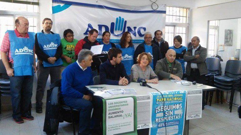 Conferencia de docentes y estudiantes de la UNCo.
