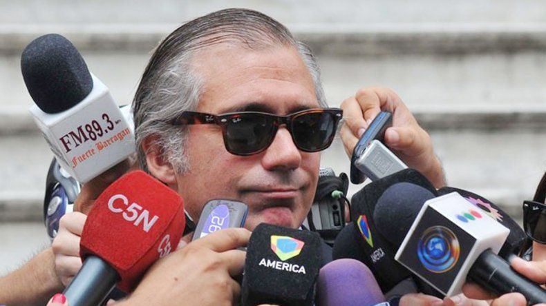 El momento en el que la policía detuvo al padre abusador. El fiscal Álvaro Garganta