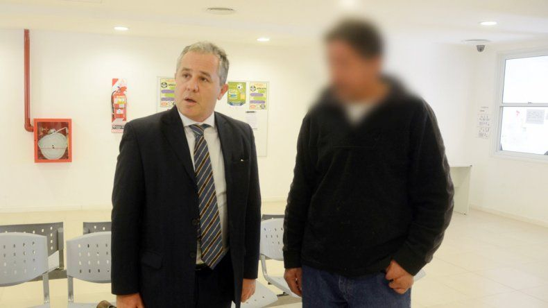 El abogado defensor Henriksen y el autor material del crimen.