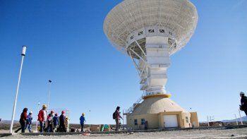 La antena, de unos 35 metros de diámetro, ya está instalada en Quintuco y funcionará el año que viene.