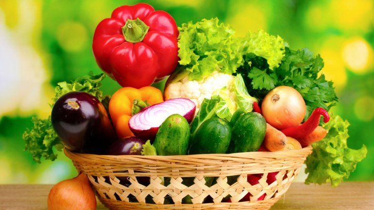Las frutas y verduras están en el top ten de alimentos saludables.