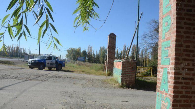 Camioneta policial en la EPEA 2.
