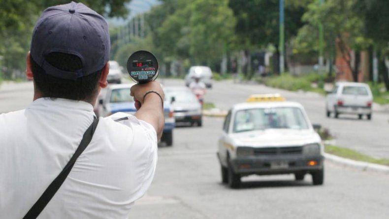 Quien circule en la ciudad a más de 40 km/h podría ser multado y para volver a sacar el carnet tendrá que pagar.