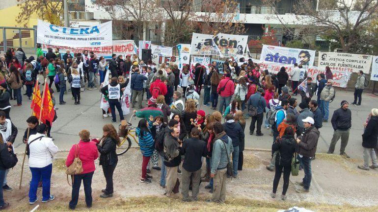 ATEN se manifiesta en los tribunales de Antártida Argentina por la audiencia de la causa Fuentealba II.