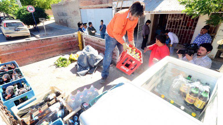 Los decomisos de alcohol se realizan frecuentemente en la ciudad de Neuquén. El Municipio pide colaboración a la Policía y a la Justicia.