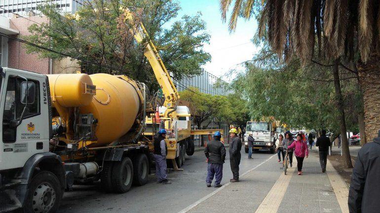 Interrumpen tránsito en Avenida Argentina entre Independencia y Rivadavia.