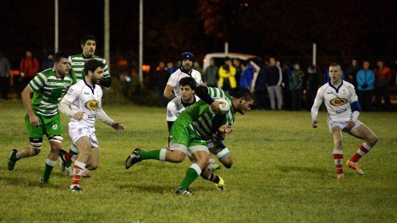 Marabunta y Neuquén Rugby se enfrentaron en la noche de Cipolletti.