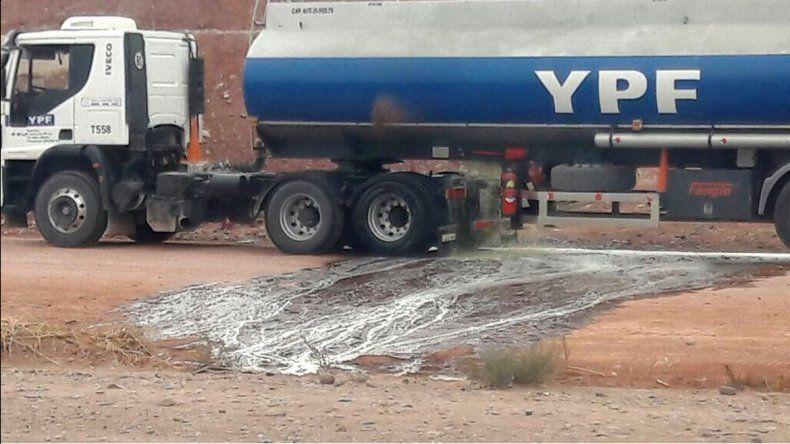 Se rompió un camión y derramó 11 mil litros de nafta