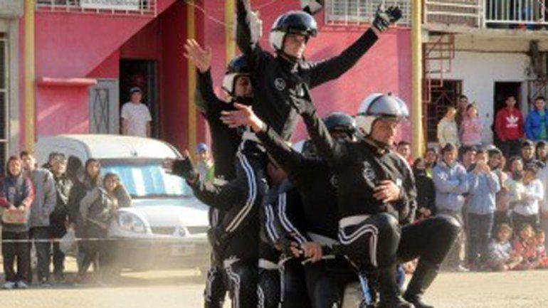 Los policías de la Federal mostraron sus destrezas en los rodados.