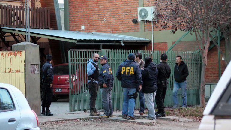 Allanaron la casa del guardafauna acusado de guiar cazas furtivas