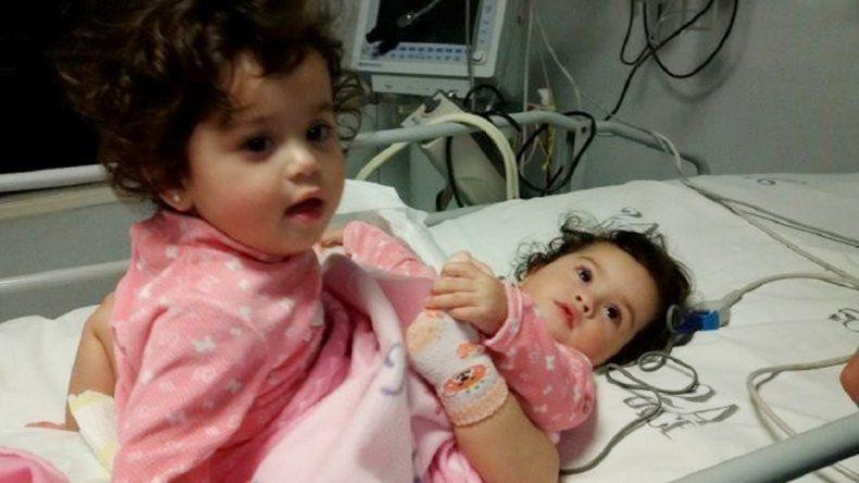 La niñas ingresaron ayer al quirófano del hospital Posadas.