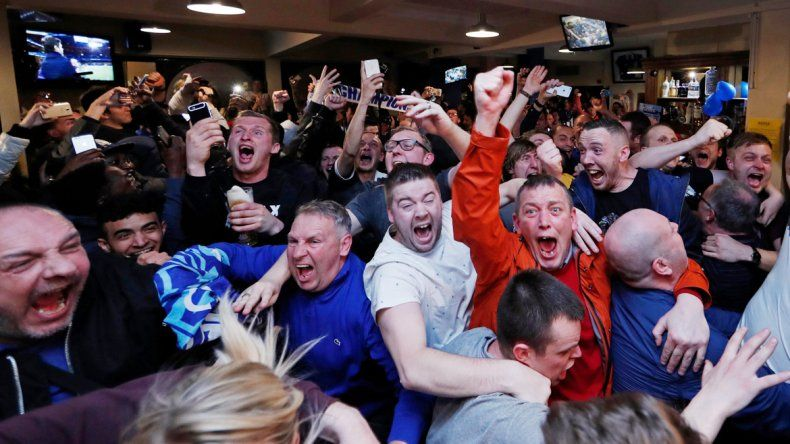 Ulloa y sus compañeros vieron la remontada del Chelsea por televisión