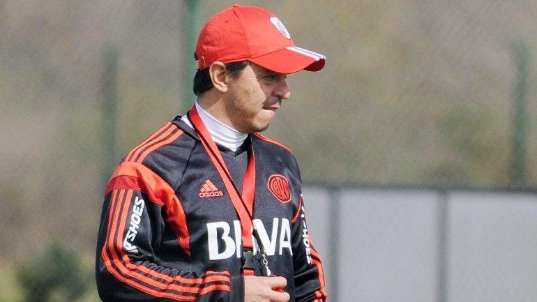 Gallardo sigue con dudas en el ataque: Alonso o Alario. DOnofrio quiere que se reconozca al equipo aunque pierda.