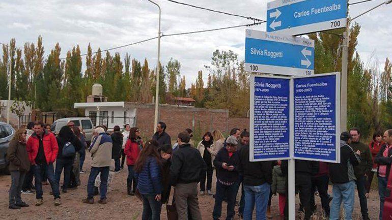 Nombraron calles en Centenario en homenaje a Carlos Fuentealba y Silvia Roggetti.