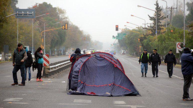 Un grupo de desocupados cortaron la ruta desde esta mañana.