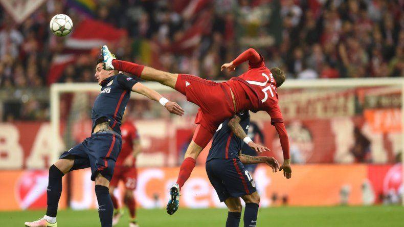 El partido tuvo varios choques entre jugadores.