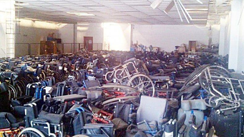 Las sillas de ruedas halladas en la obra social de los jubilados.