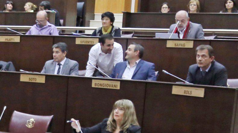 El proyecto para respaldar la ley antidespidos pasó a comisión.