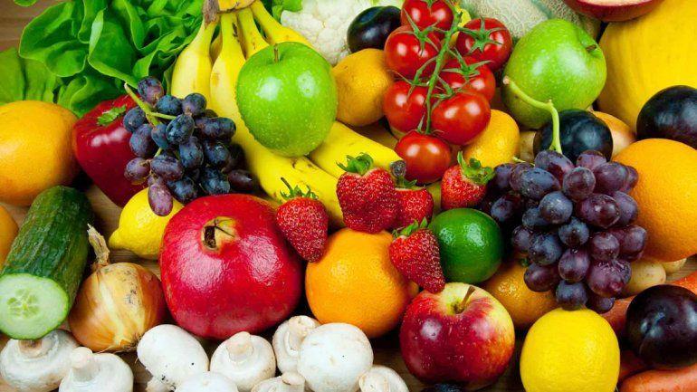 Lo ideal es no guardar todo junto y separar los alimentos según sus características.