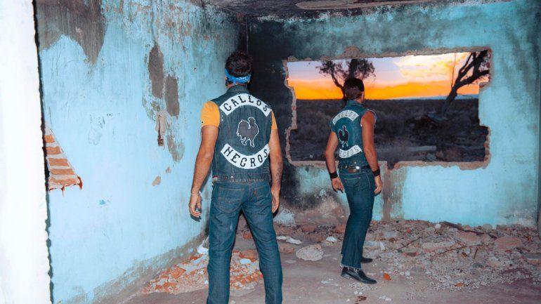 La tapa. Una construcción en ruinas con un paisaje único sirvió para la portada del nuevo disco.