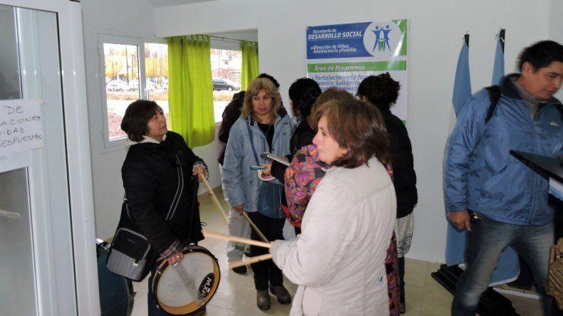 Ruidosa protesta en reclamo de mejoras en Desarrollo Social