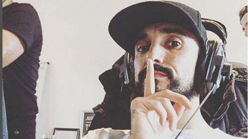 El autor de Sin principio ni final en el estudio de grabación