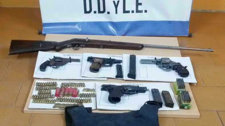 Armas de distinto calibre y tumberas han sido sacadas de circulación por la Policía en distintos procedimientos. A pesar de ellos
