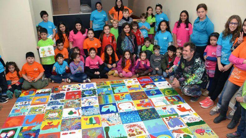 Las obras de los participantes de la actividad fueron ensambladas para crear un gran mural.