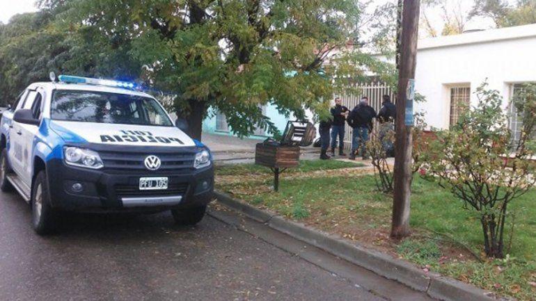 La Policía llegó al lugar tras el llamado de los vecinos de la calle Eguinoa.