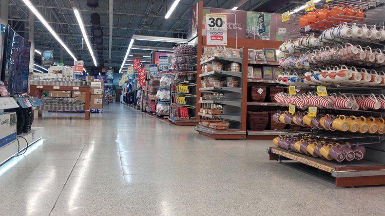 {altText(No hubo grandes compras durante la segunda jornada #SúperVacíos.,Menos clientes y pocos changos llenos)}