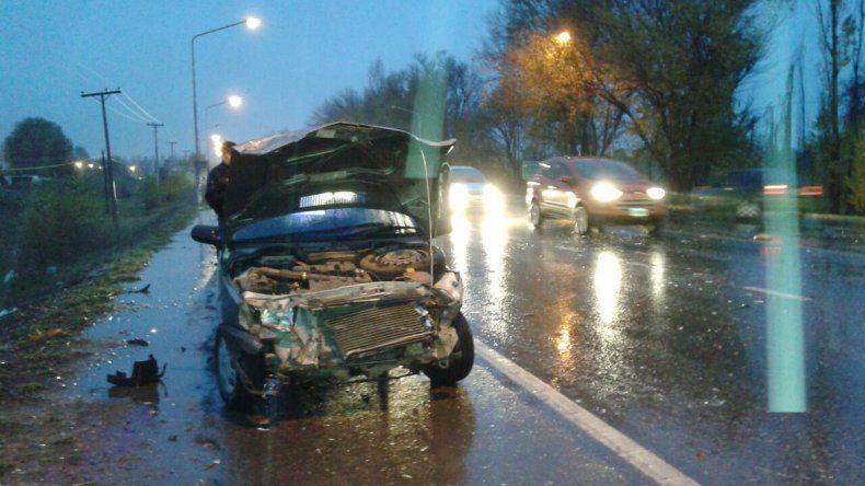 Un Peugeot 207 se cruzó de carril en Ruta 22