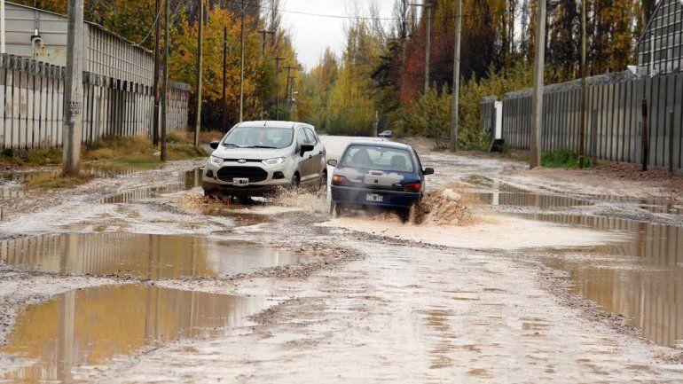 Agua. Muchas calles quedaron intransitables.