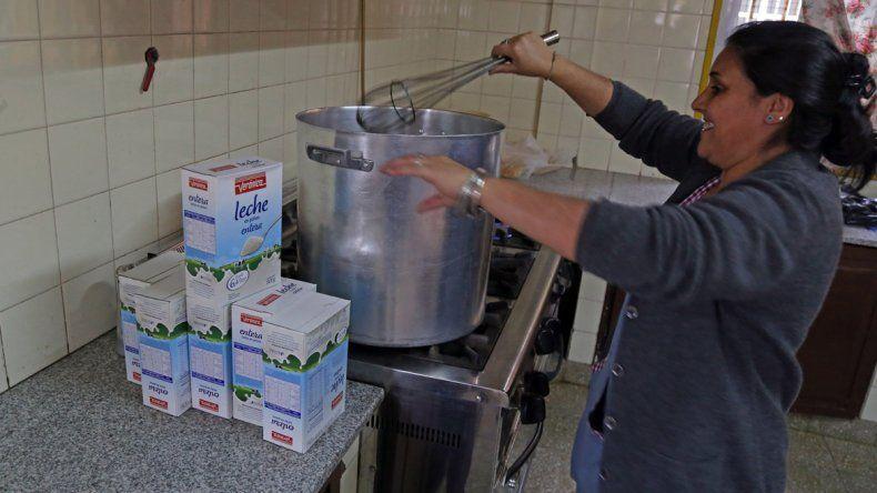 Hasta ayer la escuela daba el refrigerio a los 500 alumnos con el remanente de leche del año pasado.