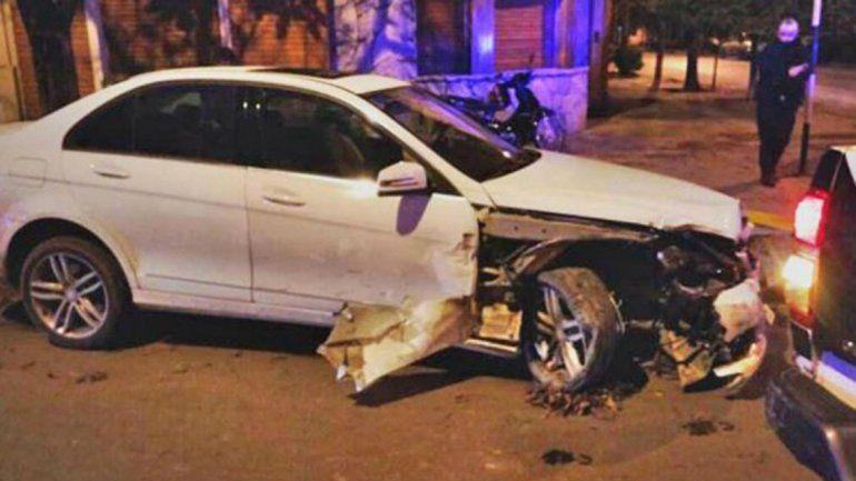 Ex funcionario chocó 4 autos estacionados y casi lo linchan