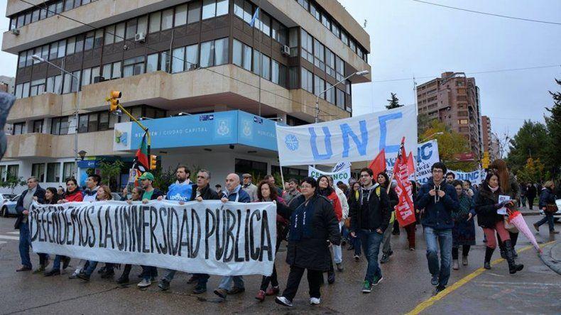 Docentes y estudiantes de la UNCo exigieron mayor presupuesto.