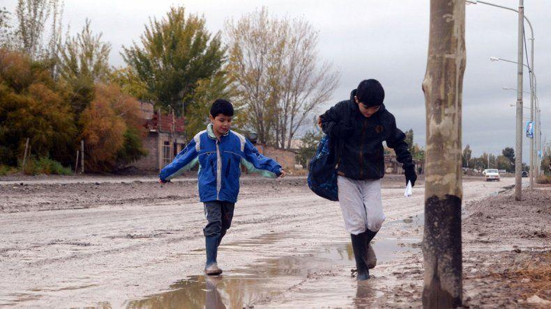 El Municipio asistió a siete familias del Oeste por la lluvia