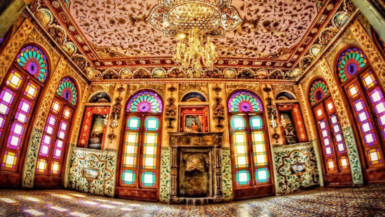 El palacio Laleh ya se transformó en uno de los hoteles más requeridos. Muchos visitantes quieren vivir las fantasías de los antiguos relatos de Persia.