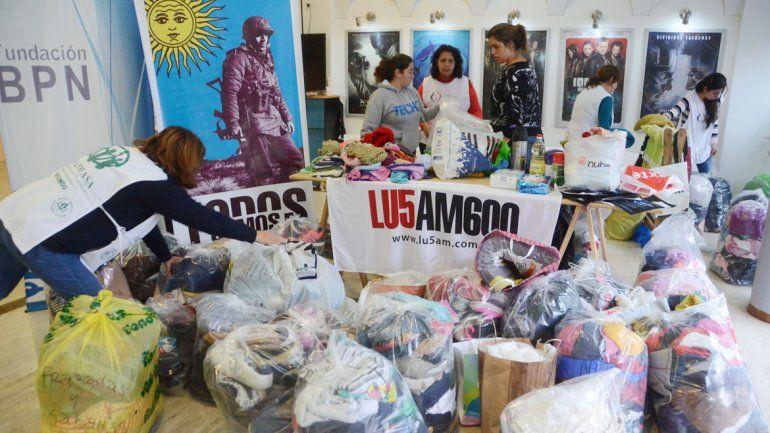 Muchos vecinos participaron con su donación en el Cine Teatro Español.