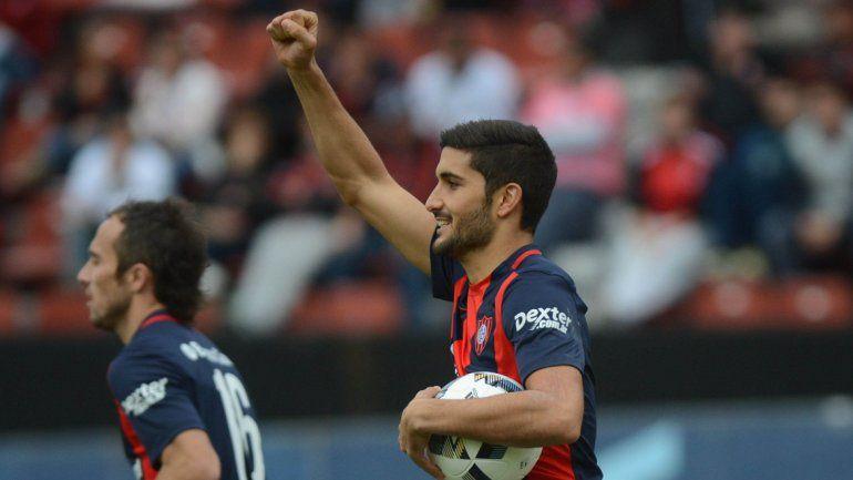 Nicolás Blandi celebra su gol.