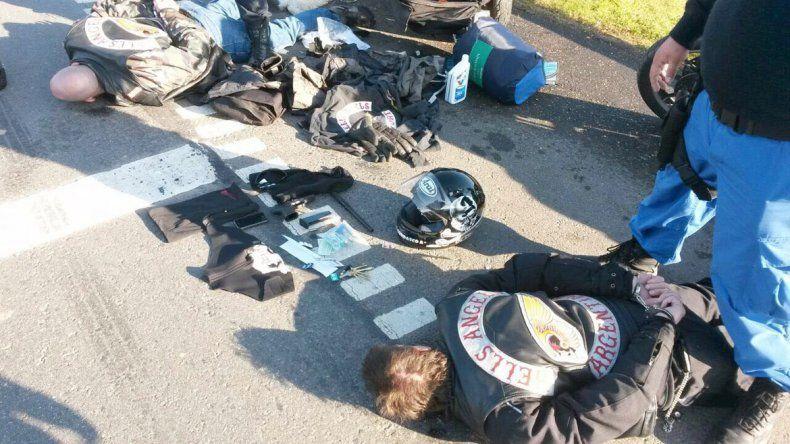 Dos motoqueros reducidos por la policía ayer en Luján