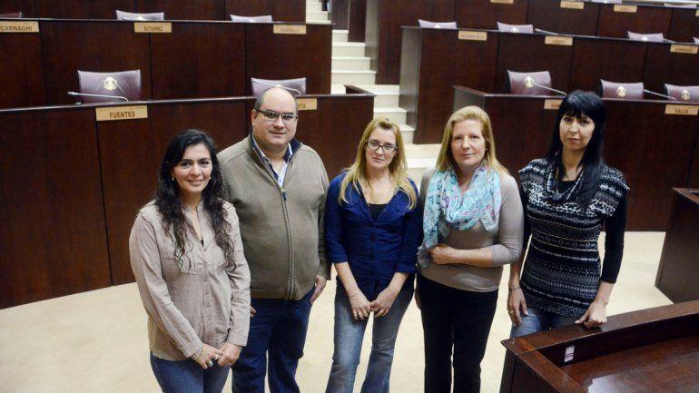 Los taquígrafos desarrollan la habilidad de transcribir los testimonios de los diputados en la Cámara.