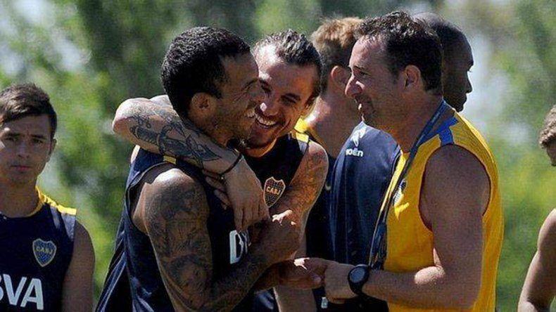 Tevez y Osvaldo en tiempos más felices. Una dupla que nunca pudo ser.