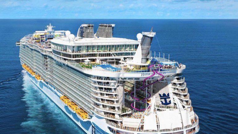 El crucero más grande del mundo zarpó desde Francia en su viaje inaugural