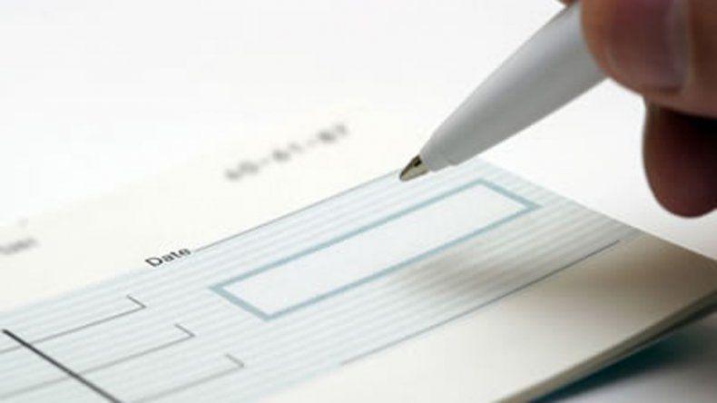 Encontró un cheque al portador por $300 mil y lo devolvió