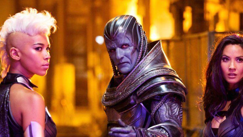 Storm (Alexandra Shipp) junto a Apocalipsis (Oscar Isaac)