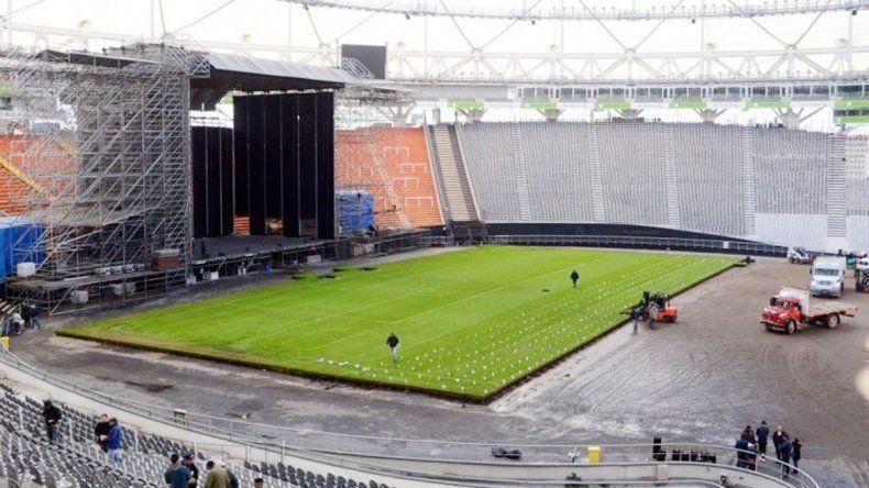 El armado del escenario comenzó al término del partido Estudiantes-Boca.