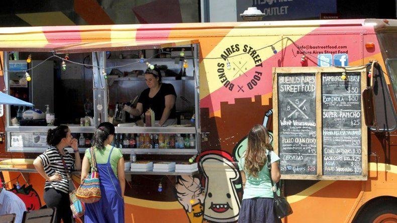 En Buenos Aires ya funcionan algunos carros gourmets. Se espera que se sancione una normal legal que regule específicamente la actividad.
