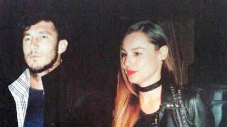 La modelo y Juan Pico Mónaco se escaparon a las playas de Ibiza para disfrutar de su floreciente amor.