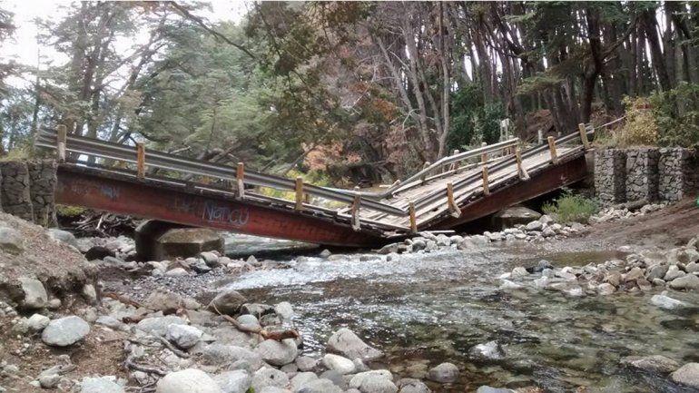 Un camión destruyó un puente en la Ruta 65